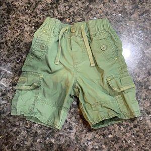 Babygap army green elastic waist shorts 2t 2